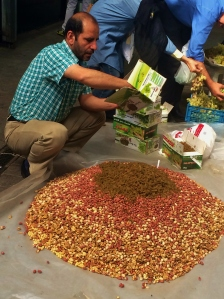 This is one of the most wonderful sights I have seen! I absolutely love mixed nuts, and seeing this guy mixing kilos and kilos of nuts in the middle of the bazar, for his shop, was almost orgasmic!
